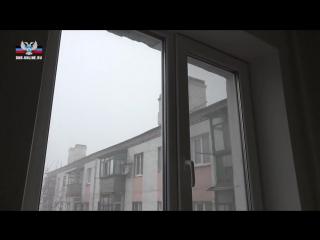 Глава ДНР Александр Захарченко вручил ключи от квартир молодым медикам Шахтерска
