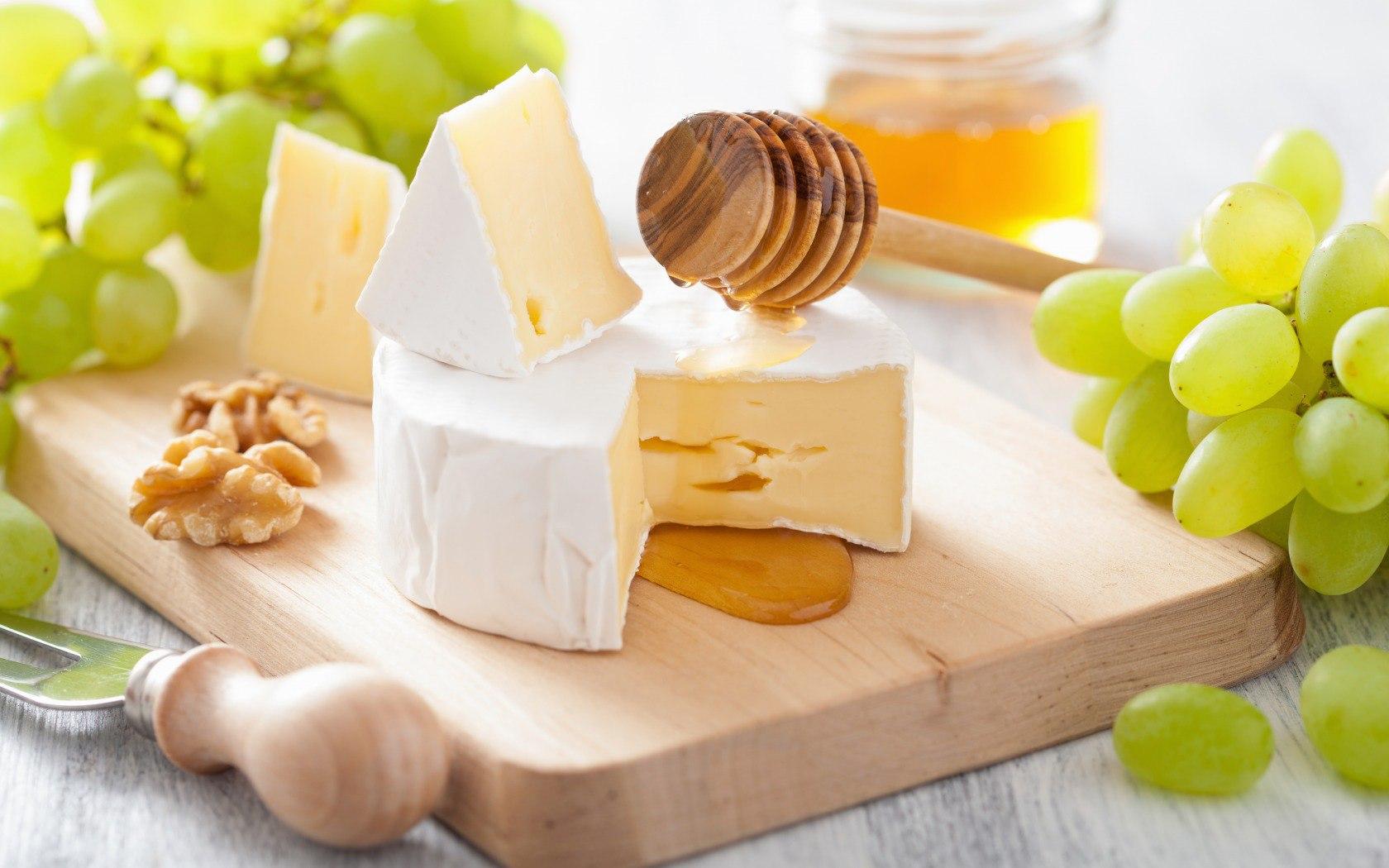 Что особенного в сыром мёде?