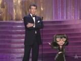 Оскар 2015 - Пирс Броснан и Эдна Мод - награждение (The Aviator Wins Costume Design 2005 Oscars)