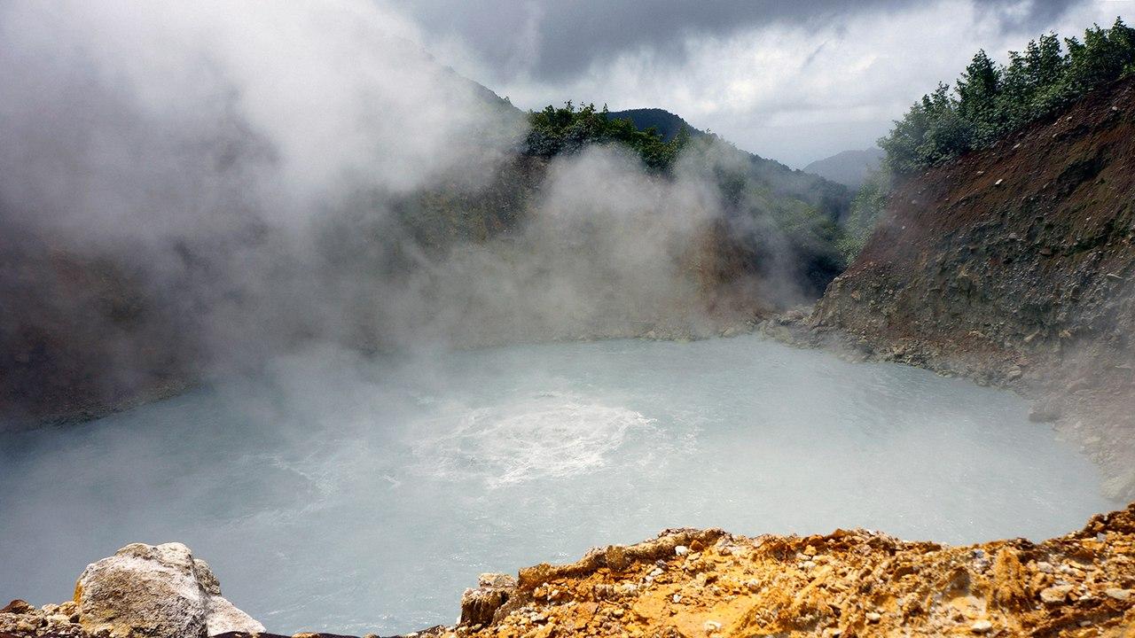 кипящее озеро доминикана