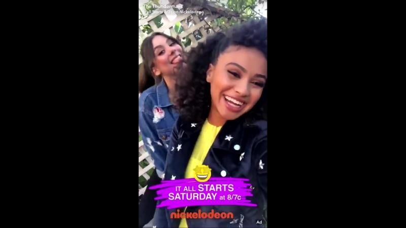 Даниелла и Кира Косарин в «Snapchat» сериала «Грозная Семейка».