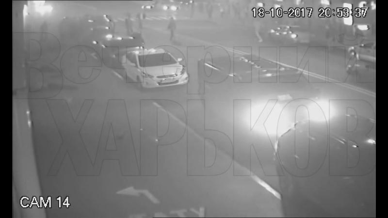 В Харькове машина снесла людей, собравшихся перед светофором