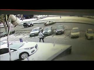 Шикарная парковка после столкновения. Красавчик!!!