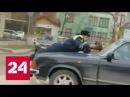 Я тебе что сделал? : в Махачкале инспектора прокатили на капоте - Россия 24