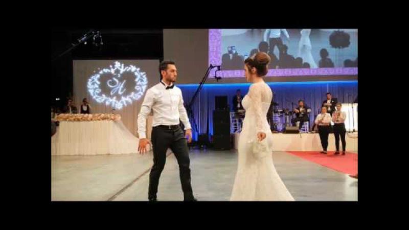 Hakan Çalhanoğlu - Amazing Wedding (Traditional Turkish Zeybek Dance Show) 🇹🇷