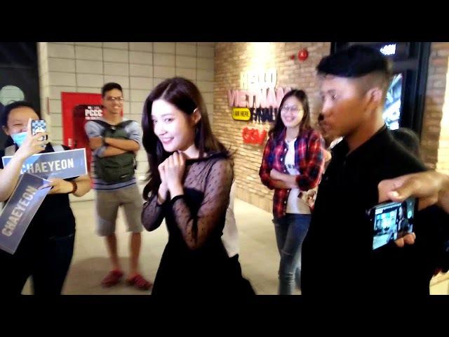Chae Yeon chạy trốn fans cuồng ở Việt Nam