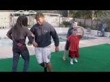 Американские подростки  танцуют калинку-малинку.