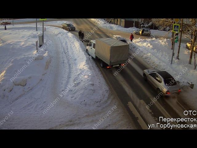 Грузовик сбил пешехода, который перебегал дорогу на красный