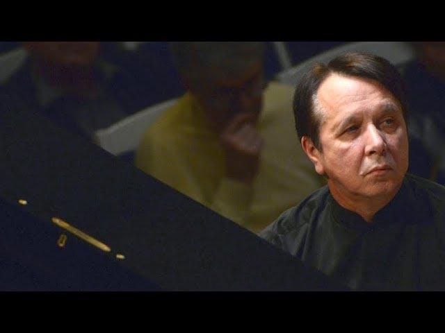 Mikhail Pletnev plays Bach - Harpsichord Concerto No. 1 (live in Gothenburg, 2005)