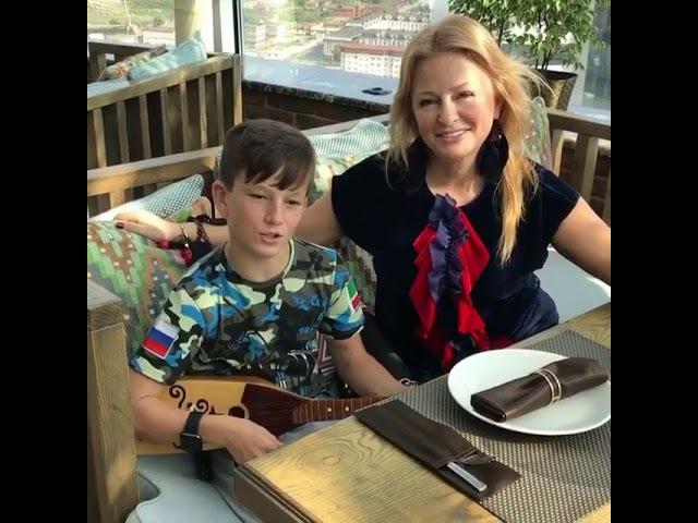 Юсуп Алиев Я не стану ждать тебя на берегу, Чеченец мальчик классно спел на балалайке!