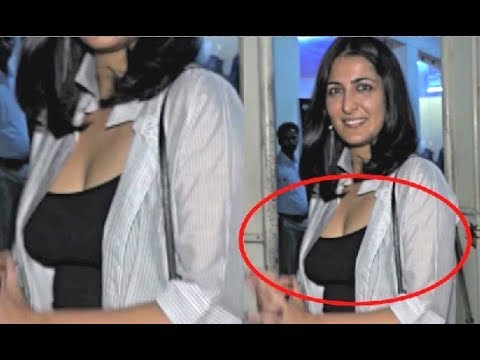 Eisha Chopra Cleavage Display At Ajji Movie Screening