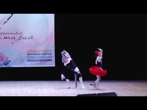 Гусаренко Лиза (4 года) и Гусаренко Коля (7 лет). Красная шапочка и серый волк