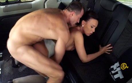 Порно фильм таксист трахнул клиентку — pic 12