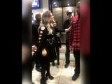 2017 Карди Би и Келли Кларксон за кулисами Jingle Ball