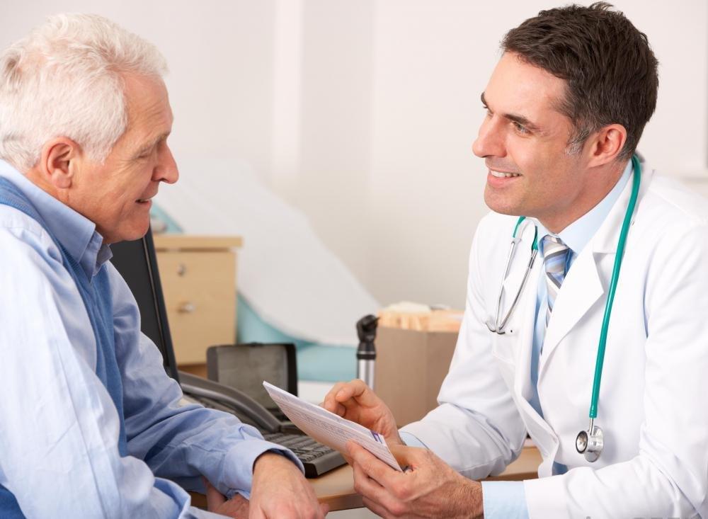 Студенческие врачи, участвующие в кардиологических стипендиях, проводят много времени, консультируясь с пациентами.