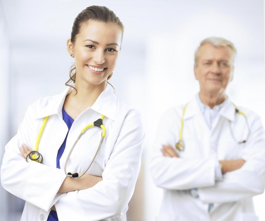 Кардиологи изучают и работают под наблюдением сертифицированных по кардиологии кардиологов.