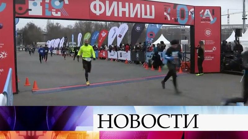 В Москве грандиозным спортивным праздником открылся беговой сезон.