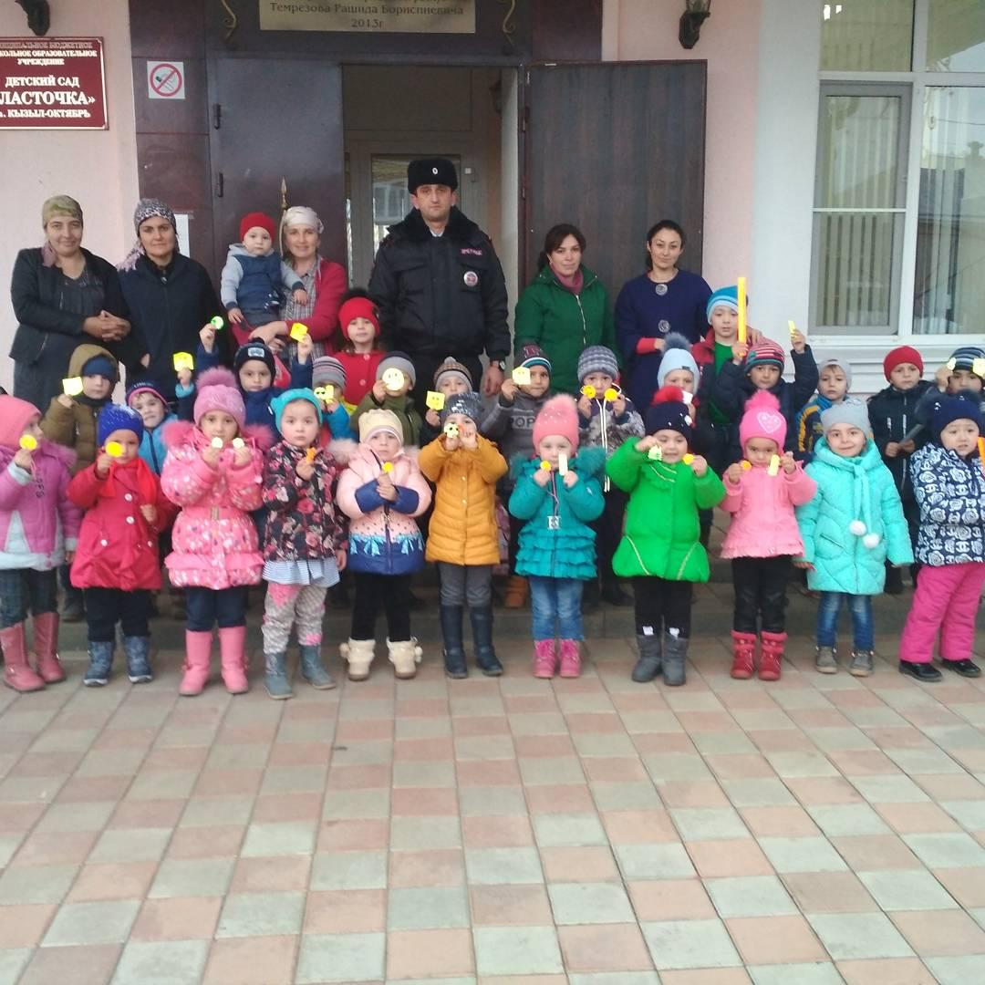 Школьникам и дошколятам Зеленчукского района рассказали о важности использования пешеходами световозвращающих элементов