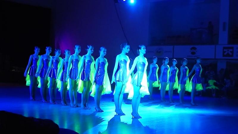 Всеукр. Фестив. Феерии (г.Днепр)- 20.05.18г. -формейшн шоу- девочки в салатовом.