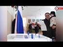 Карен Даллакян с внучкой на выборах
