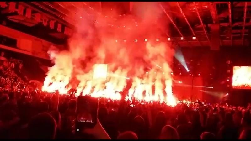 Фаеры на концерте Шевчука