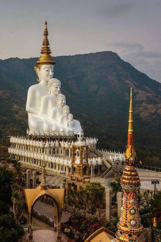 Wat Phra Thart Pha Kaew - храм на в Таиланде