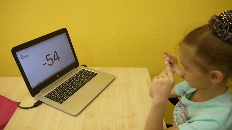 А вы размяли пальчики, чтобы правильно считать? Виктория усердно тренируется и считает двузначые