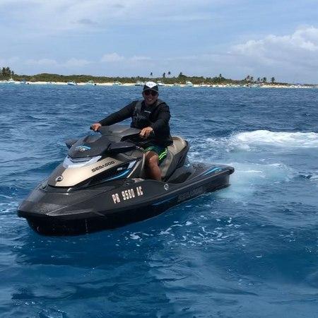 """Daddy Yankee on Instagram: """"bosslife Cuadramos la carrera en jet ski y @pinarecords1 perdió! 🏁🏁 Te toca hacer el DuraChallenge 😂😂😂"""""""