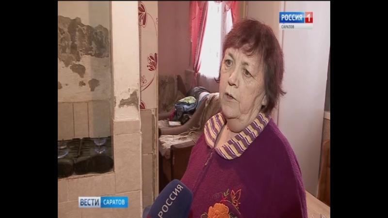 Жители саратовского дома ходят по комнатам в калошах
