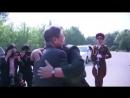 По древнему корейскому обычаю обнимитесь три раза: Объятия Муна и Ына на межкорейской границе как сигнал Вашингтону.
