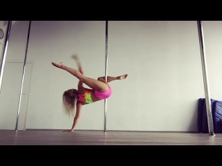 Pole Dance. Kira Noir.