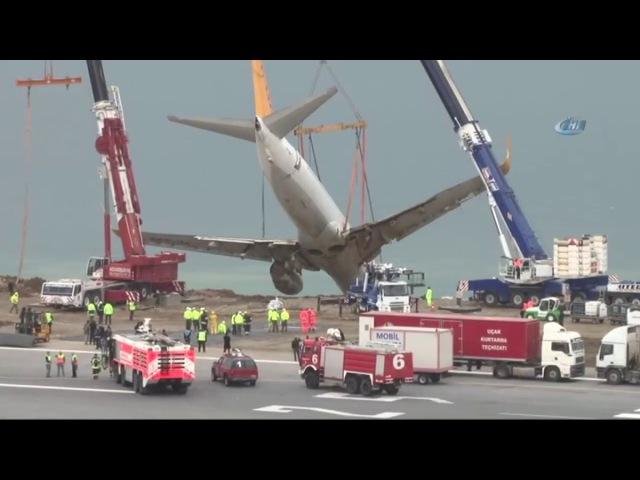 Pistten Çıkan Uçak Havaya Kaldırıldı