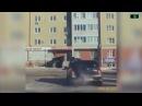 Сотрудник ДПС героически остановил угонщика разбив на ходу заднее стекло