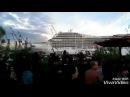 Круизное судно играет музыку