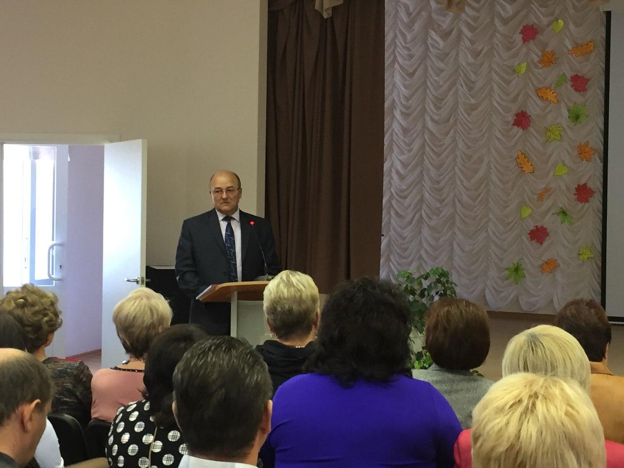 Директор колледжа Михаил Владимирович Назаров поздравил коллег с этим замечательным праздником