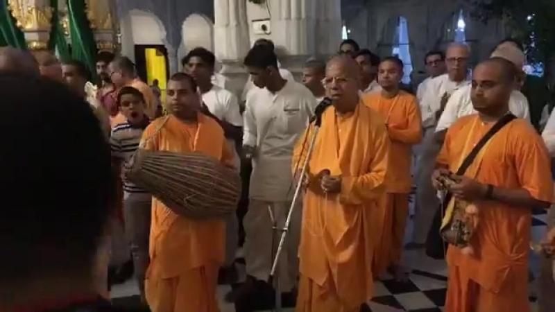 Гаура Арати, Джуху, 19.04.2018