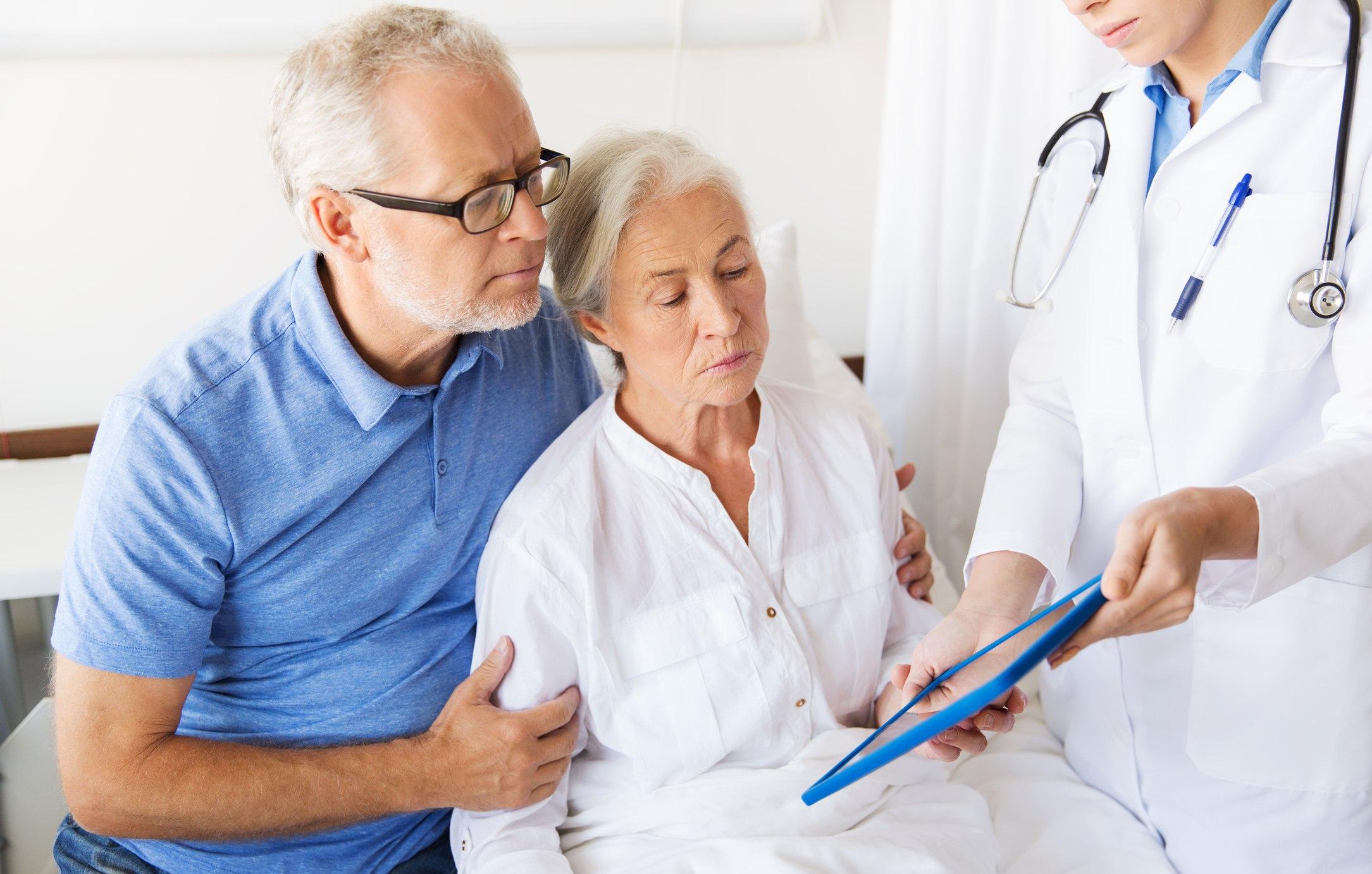 Гериатрический врач должен быть знаком с юридическими темами, такими как предварительные директивы, в которых указывается, как пациент хотел бы лечиться в случае недееспособности.