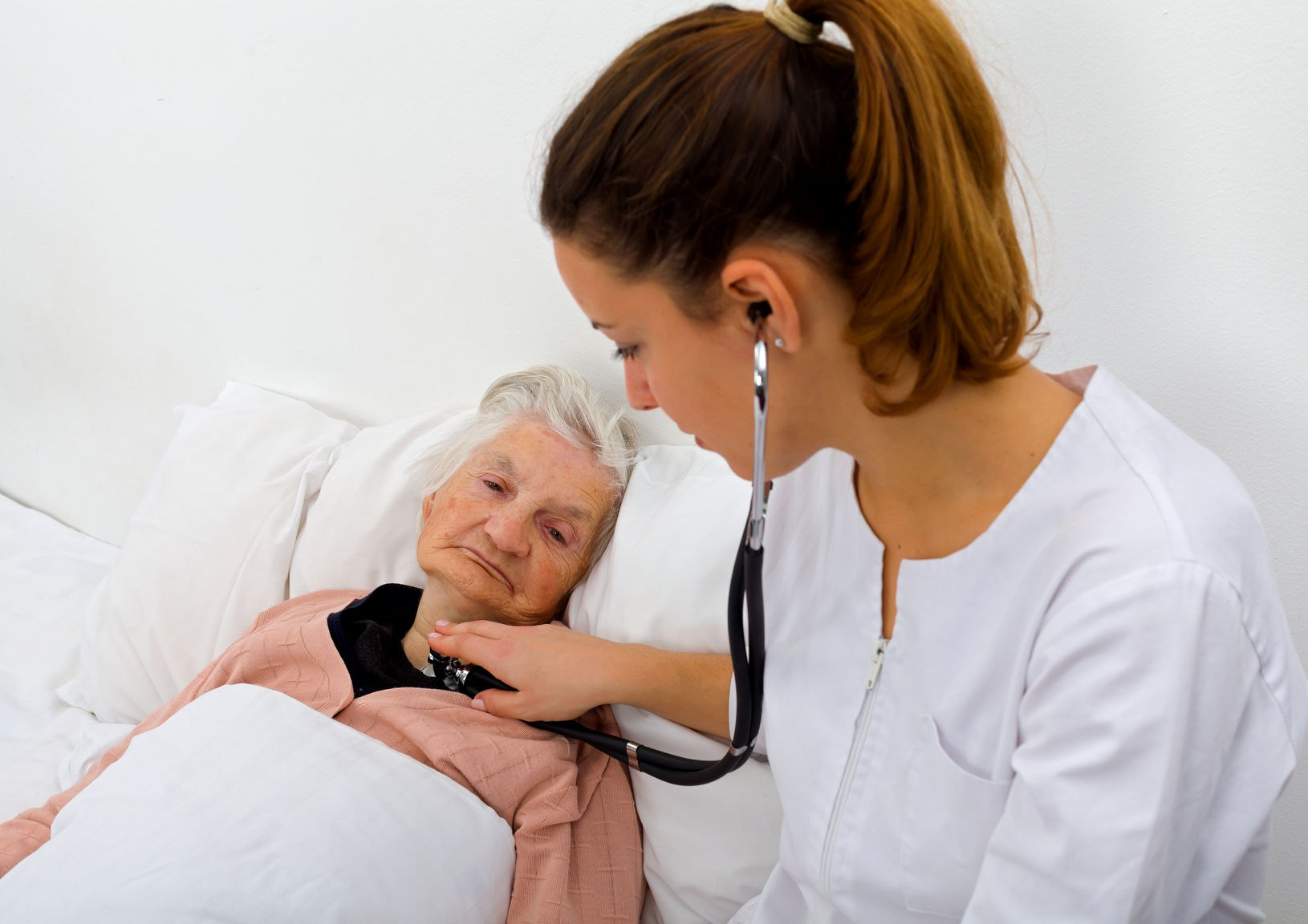 Гериатрический невролог может участвовать в прямом лечении пожилого пациента.