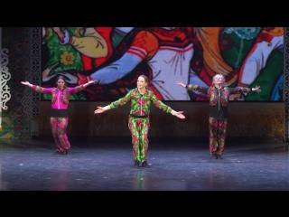 Хорошие девчата танцуют классный брейкданс