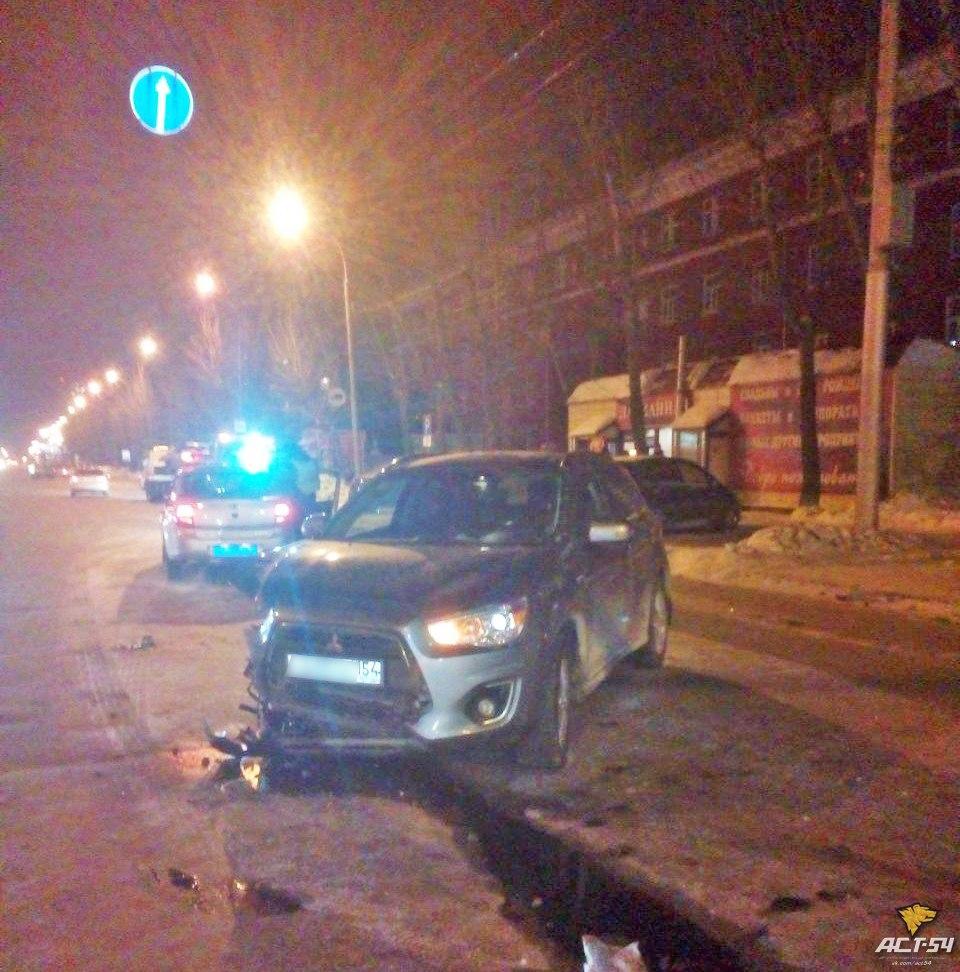 В Новосибирске на Дзержинского столкнулись две иномарки: два человека в больнице