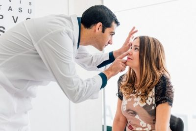 Развести Фурацилин для промывания глаз