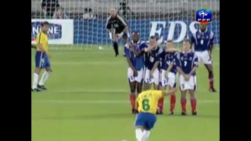 Ровно 21 год назад Роберто Карлос заслал в ворота Франции тот самый голешник, пославший к