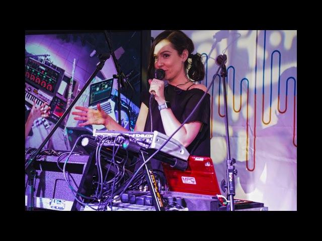 Live looping by Nastya Maslova - Workshop in Muztorg