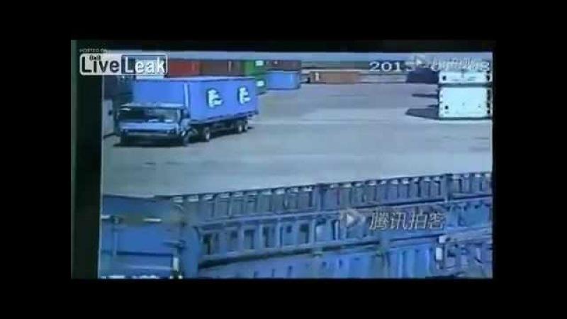 4-х тонный контейнер раздавил насмерть человека из-за ошибки погрузчика