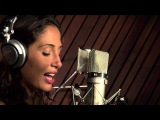 Camila Pitanga canta