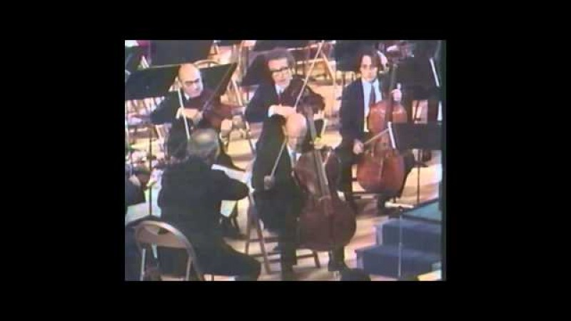Pablo Casals receives the U N Peace Medal