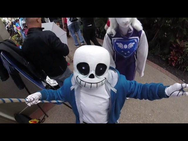 Toriel and Sans try out the hulacam at Katsucon 2016