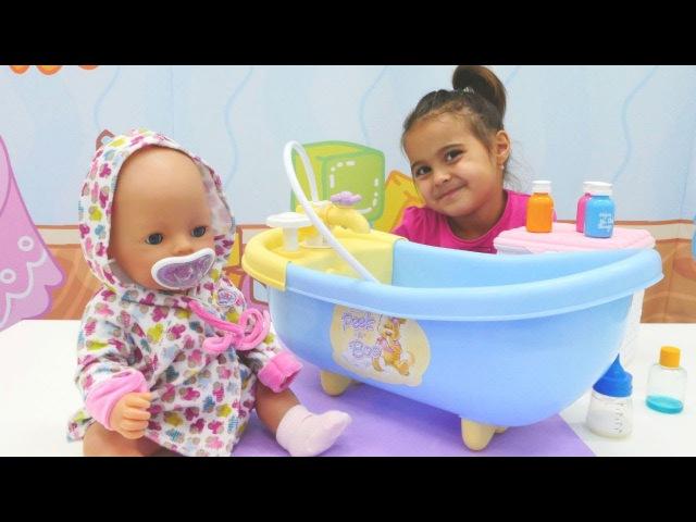 Bebek bakma oyunları 🛀💮👶Meryem bebeğe yağlı masaj ve bakım yapıyor. Banyo yapma oyunu