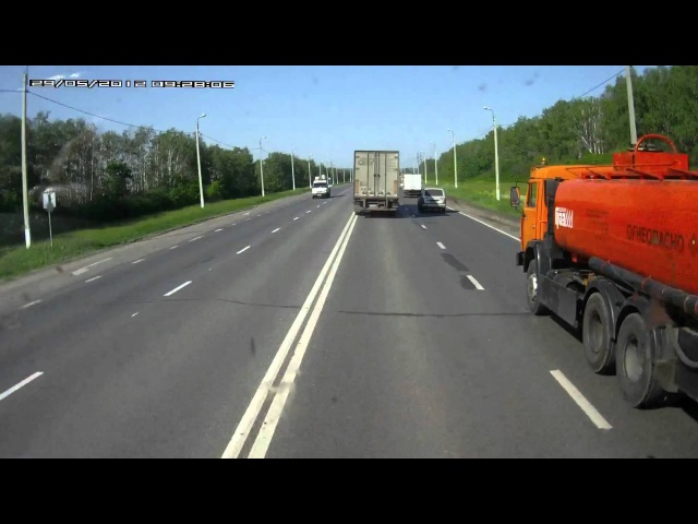 Кинулась на фуру Русские дороги аварии дтп видеорегистратор