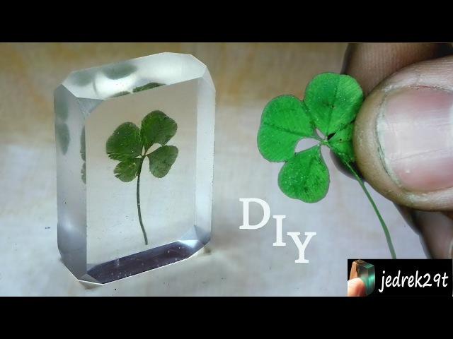 DIY Four leaf clover in resin